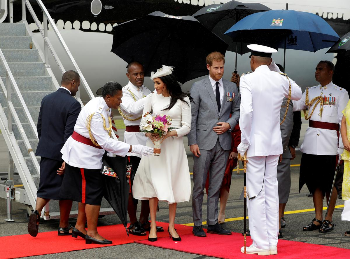 Harry and Meghan arrive in Fiji in British royals' first visit…