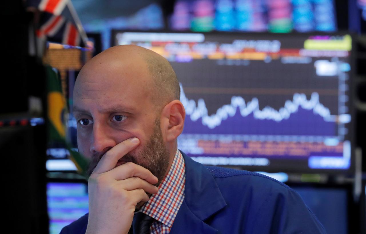 Tariffs begin to take bite out of U S  corporate earnings