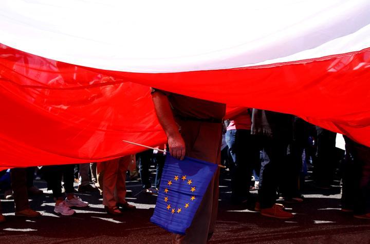 特別リポート:右傾化するポーランド、なぜ欧州に背を向けたか