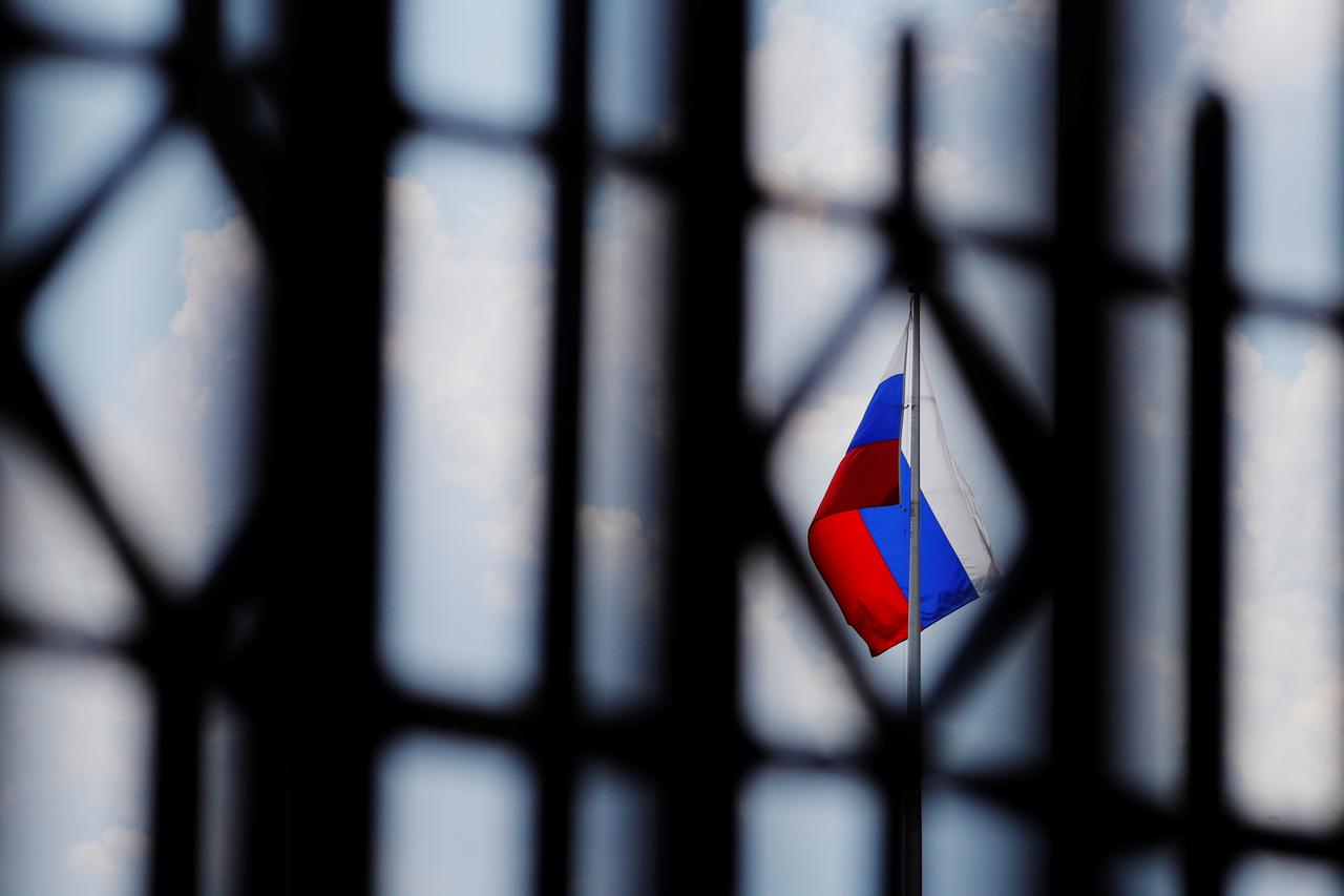 U S  imposes new sanctions on Russia for Crimea, investments