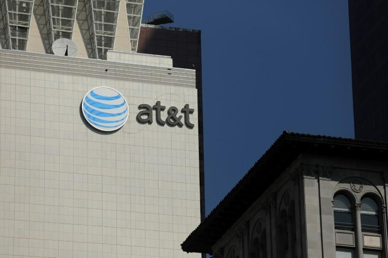 AT&T CFO cautions on how quickly 5G revenue will come
