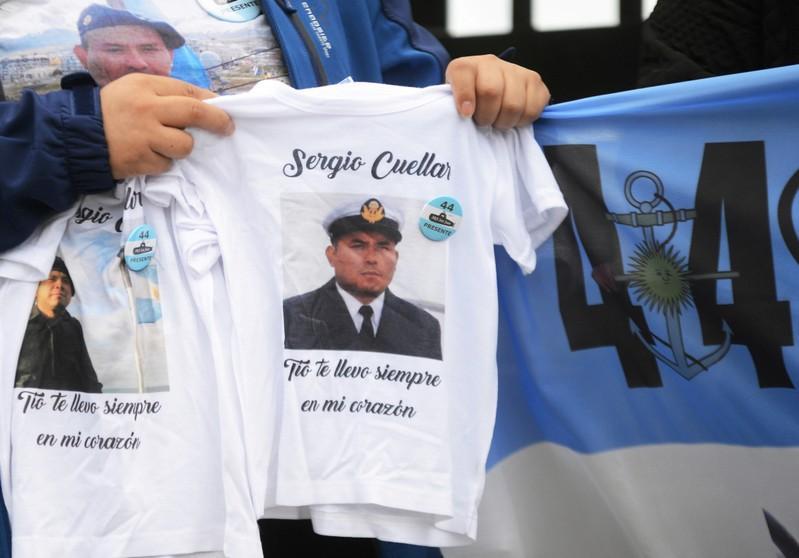 Resultado de imagen para Fotos Los familiares de la tripulación del submarino argentino, quieren recuperar los cuerpos