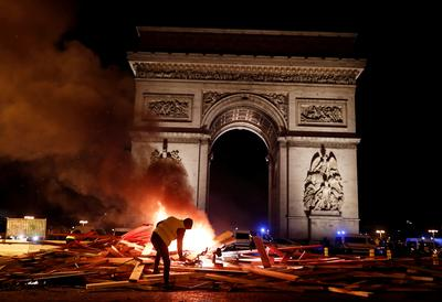 Violent clashes on Champs Elysees over fuel costs