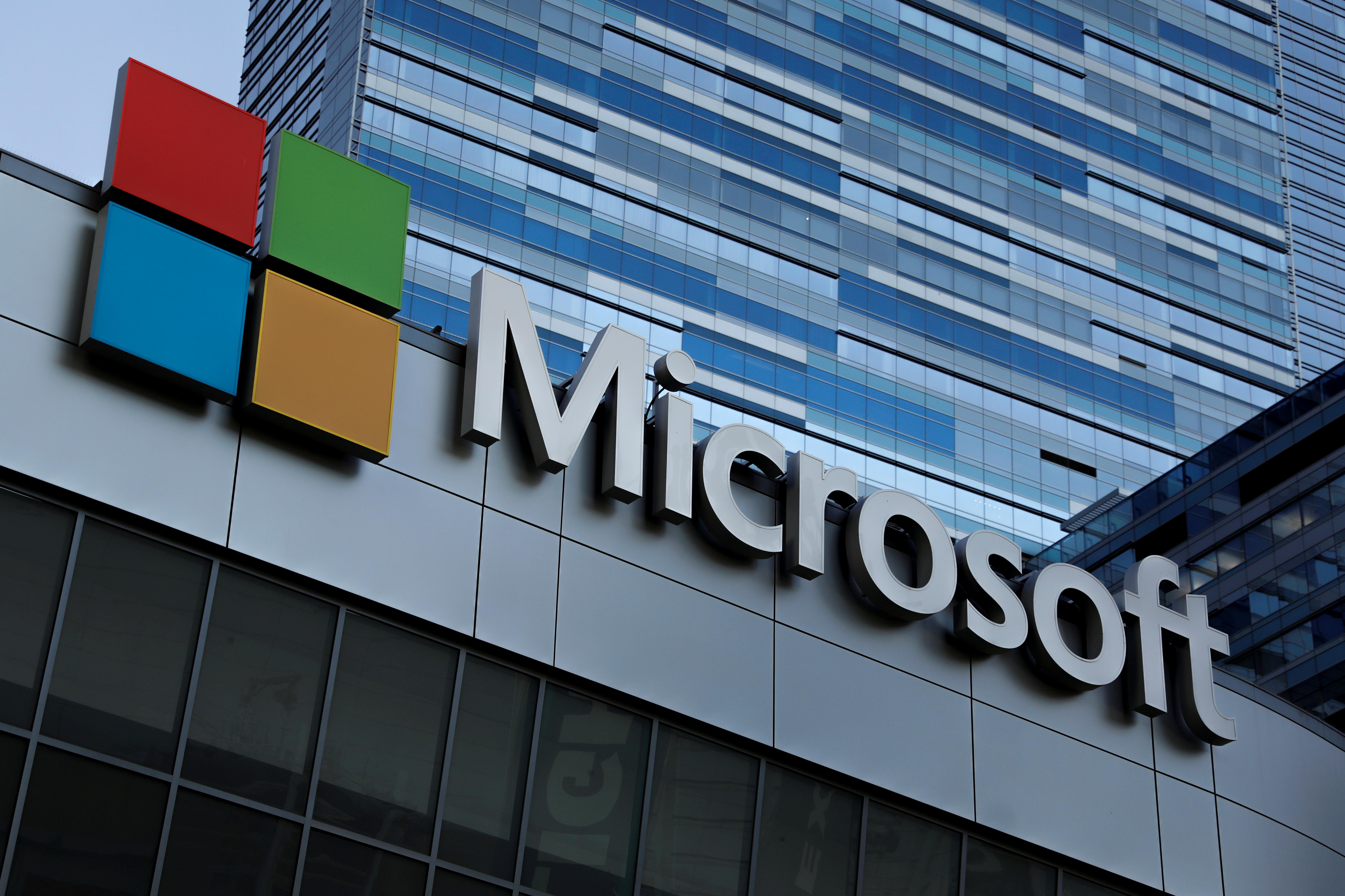 microsoft s stock market value catches up with apple reuters