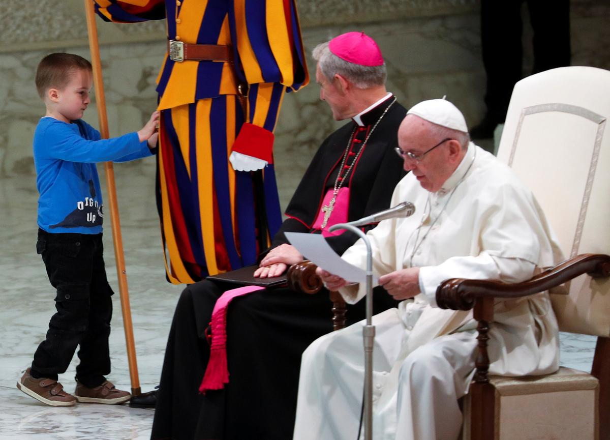 'Unruly' young boy upstages Pope Francis