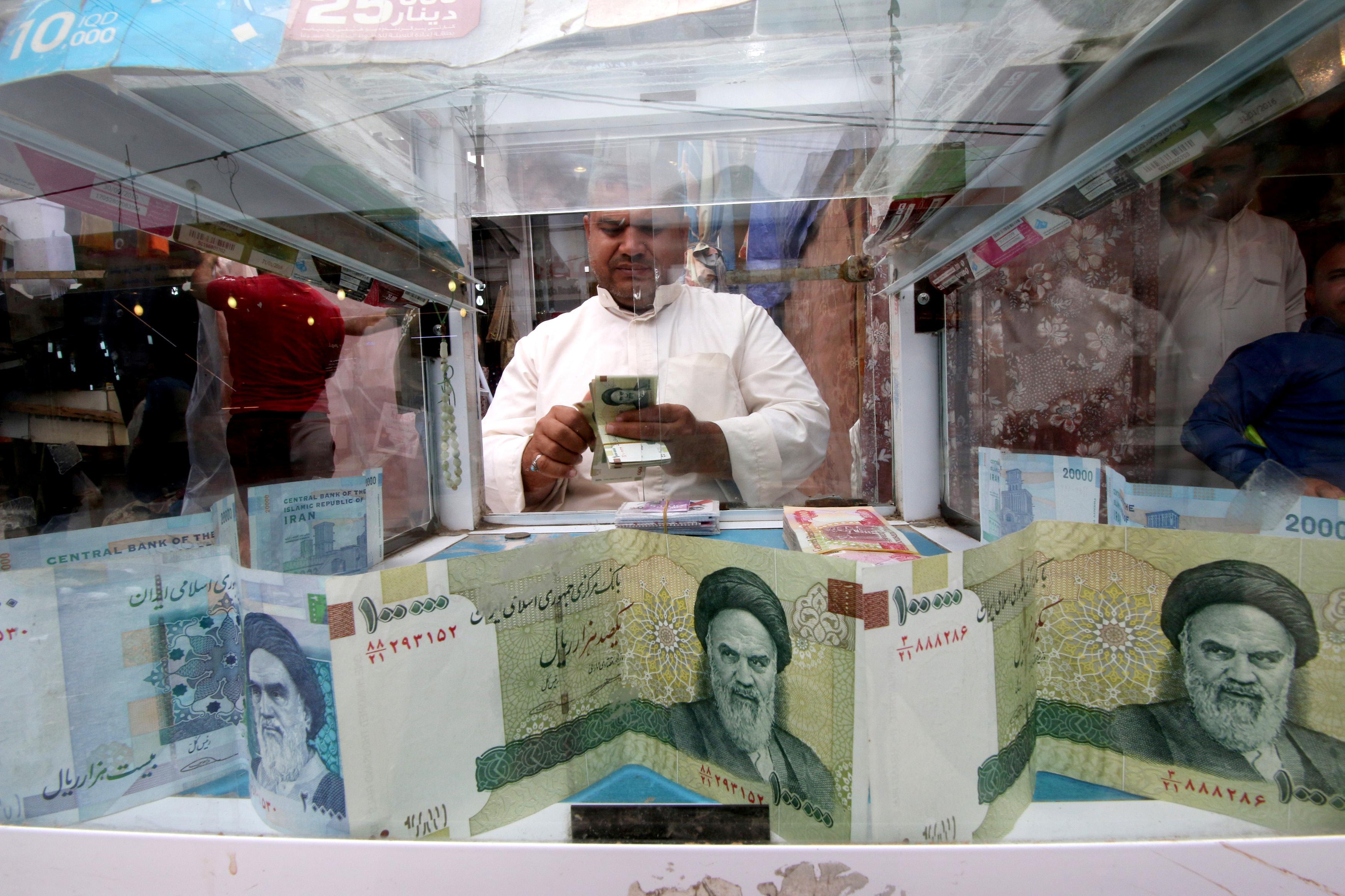 Iran Engineers Rial Recovery As It Defies U S Sanctions