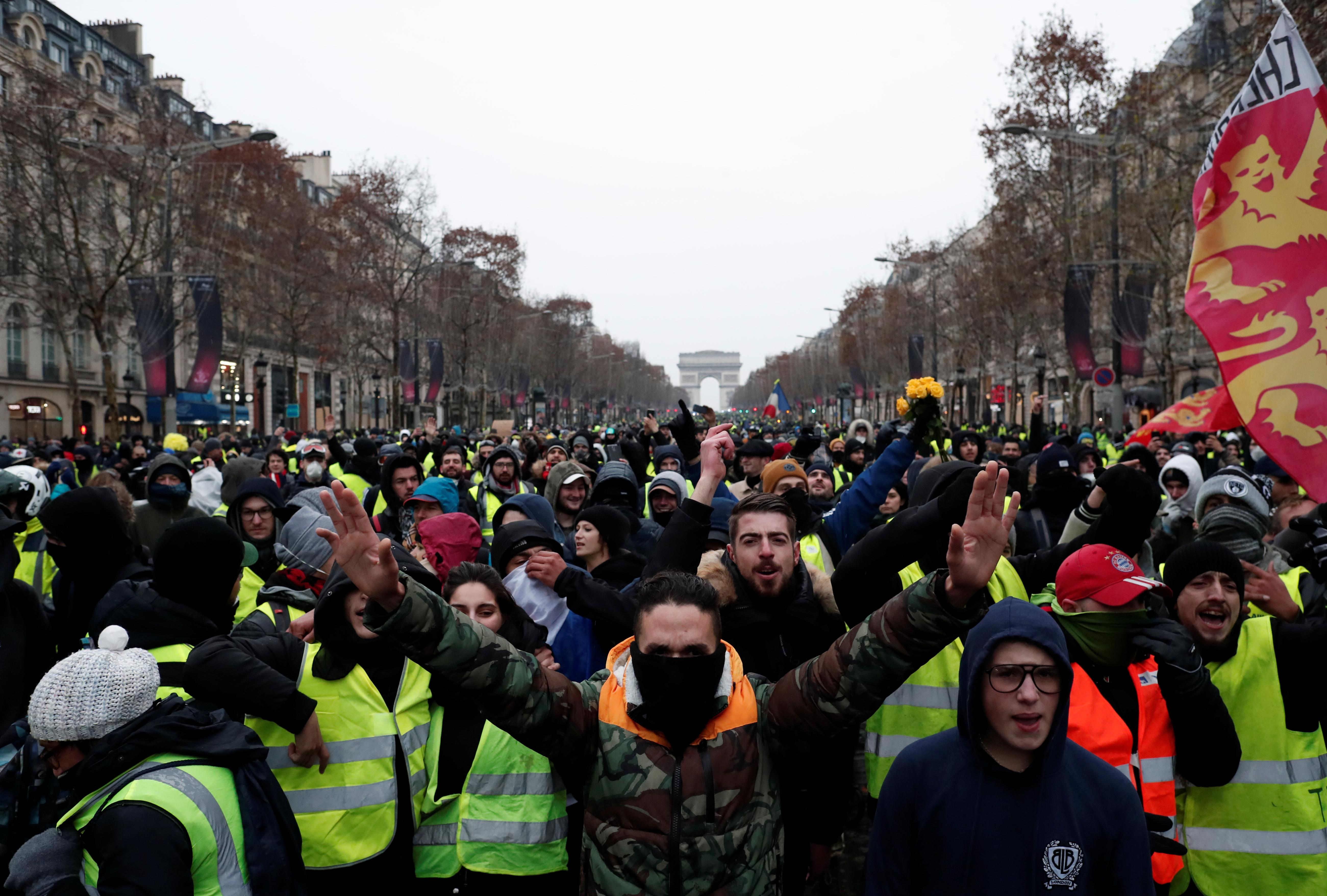 French Yellow Vests Protest In Their Thousands For Fifth Saturday Reuters