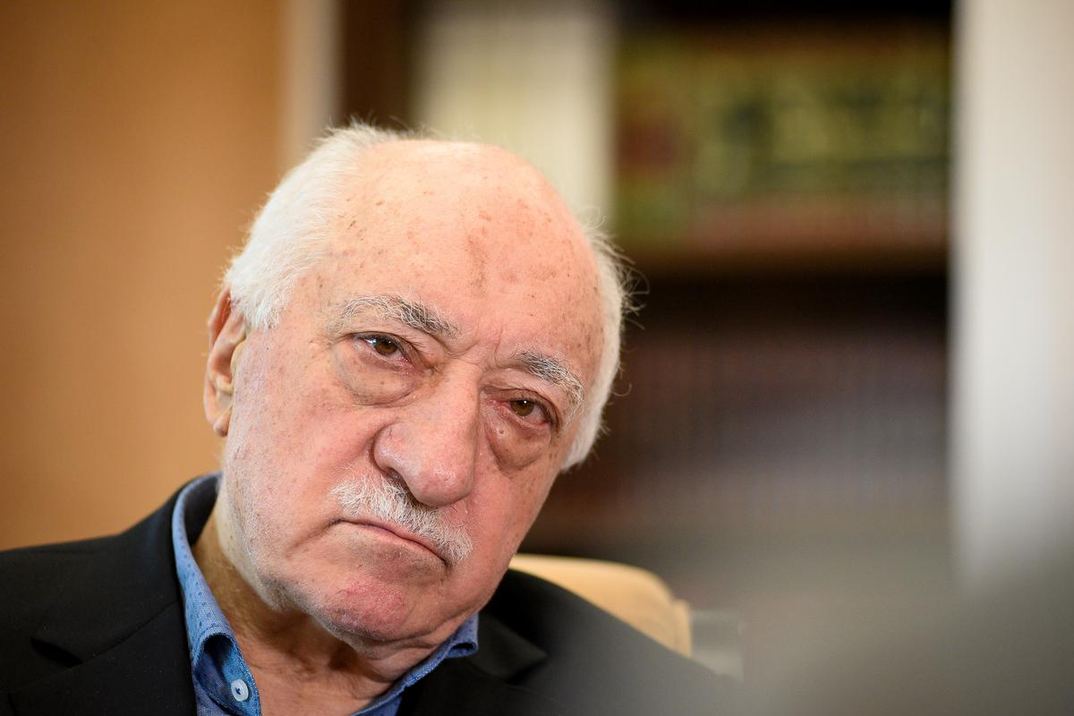 https://www.reuters.com/article/us-turkey-usa-gulen-extradition/trump-willing-to-look-at-extraditing-turkish-cleric-but-noncommittal-idUSKBN1OH29K