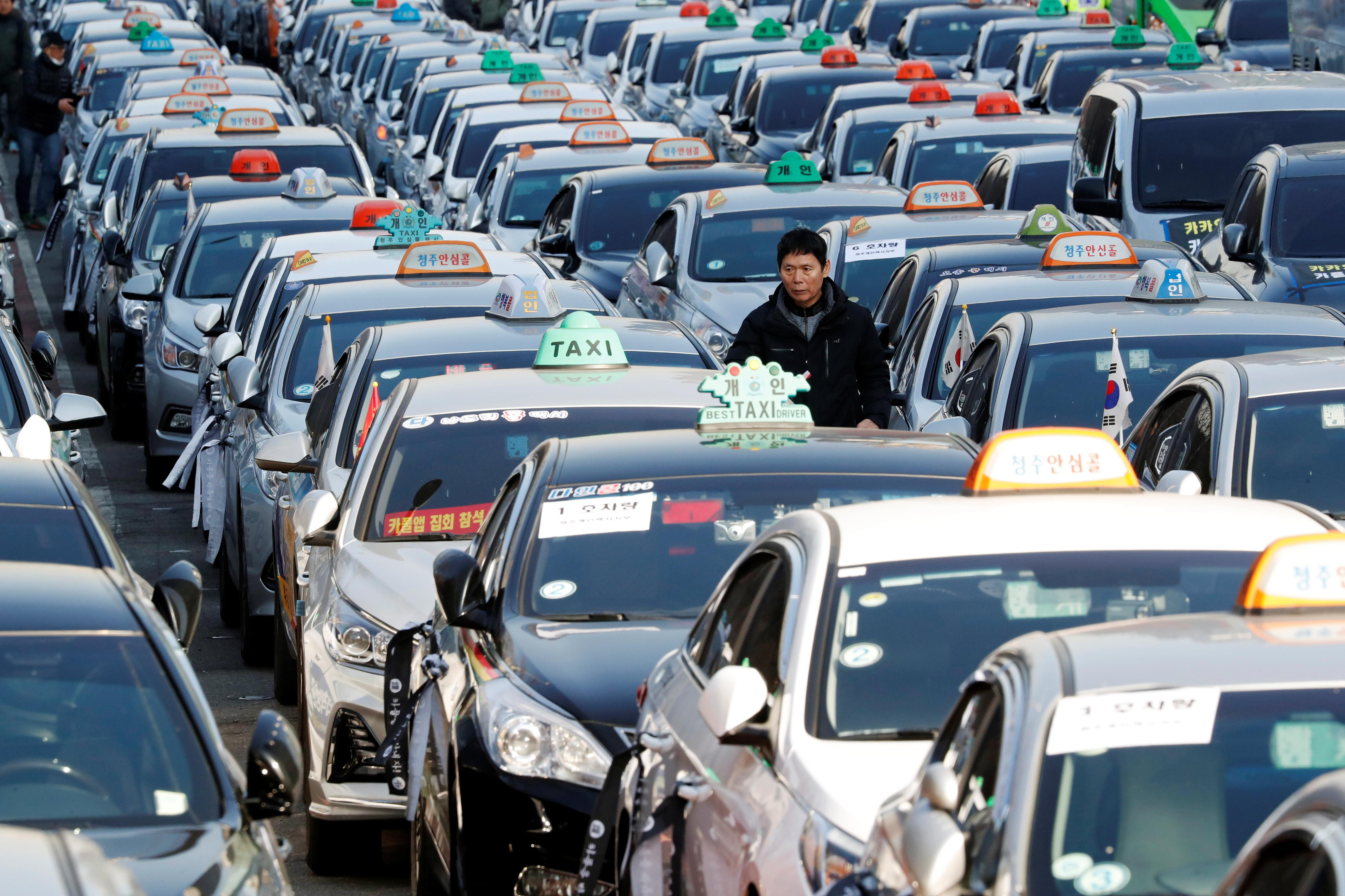 Angry South Korean Taxi Drivers Strike Against Carpooling Service
