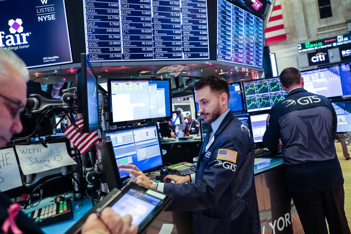 Wall Street pushes higher in bid to extend rally