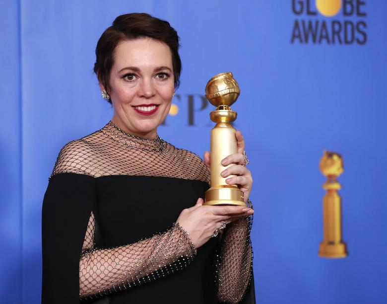 Olivia Colman poses backstage with her award for Best Performance by an Actress in a Motion Picture, Musical or Comedy for The Favourite.    REUTERS/Mario Anzuoni