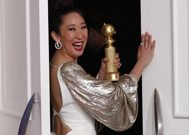 Sandra Oh poses backstage with her award for Best Performance by an Actress in a Television Series Drama for Killing Eve. REUTERS/Mario Anzuoni