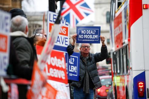 Brexit turmoil hits the streets