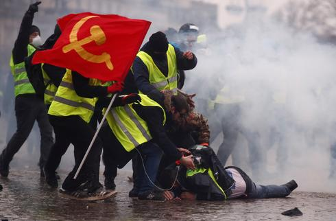 Yellow vest protests hit with police water cannon, tear gas in Paris