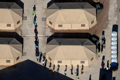 Texas tent city holding migrant children to close