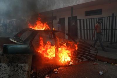 Venezuela arrests rogue officers after military revolt in Caracas