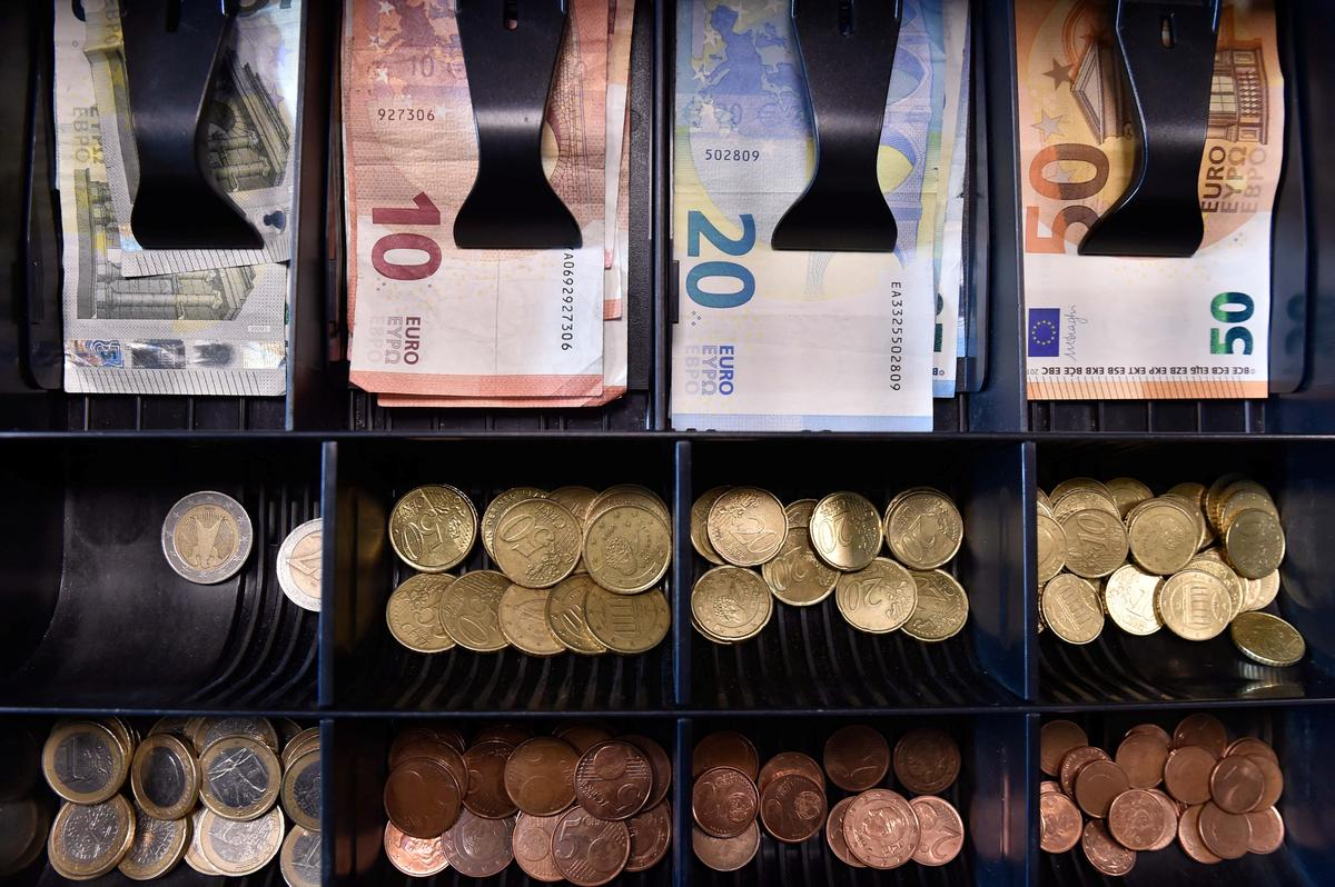 Euro zone banks shed 30 billion euros of bad debt in third quarter