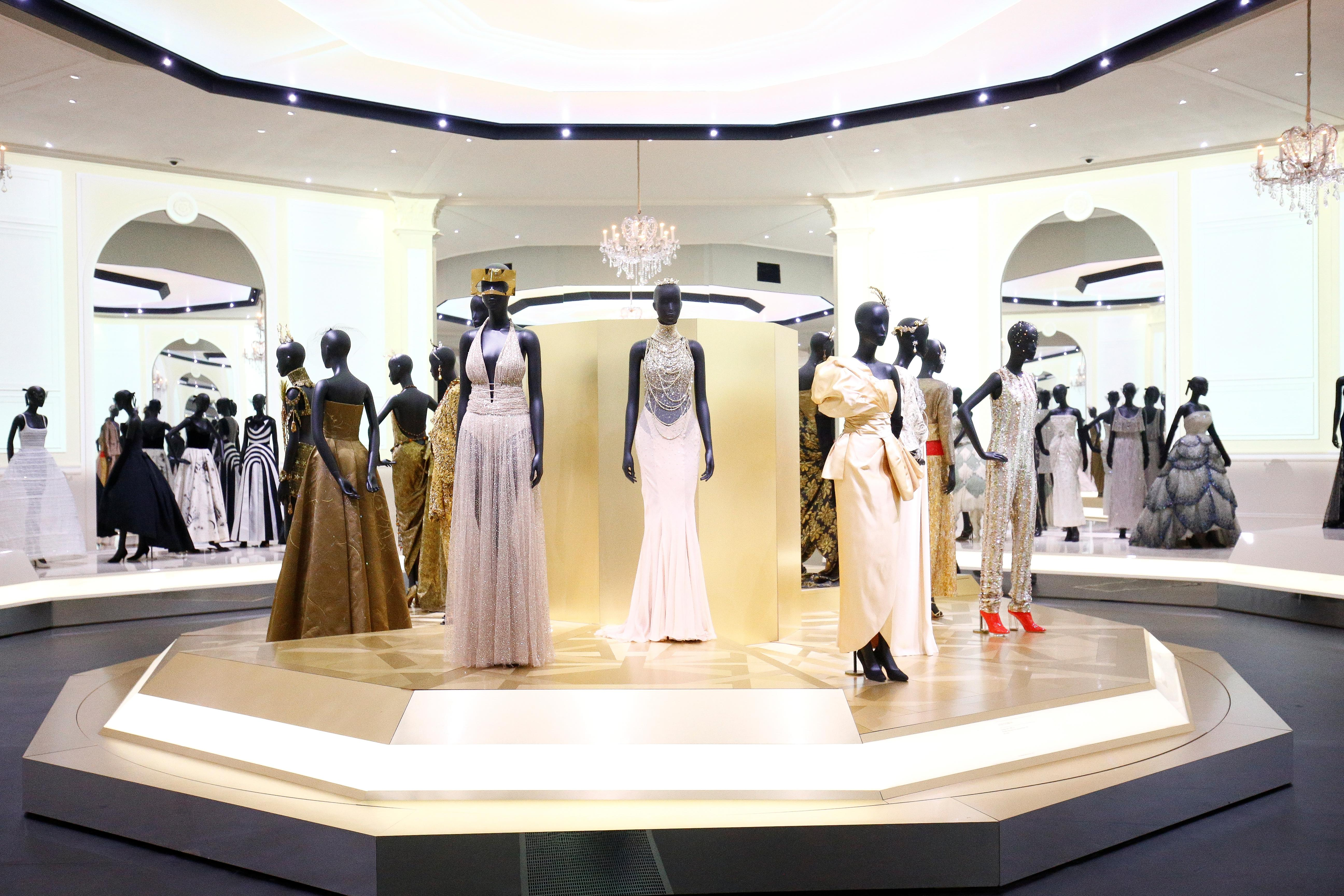 D Exhibition In London : Dior gowns that made headlines star in london exhibition reuters