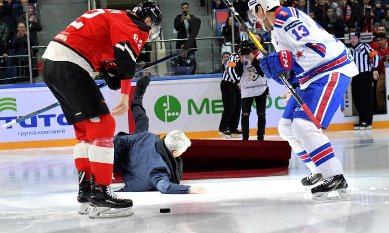 Mourinho Takes A Tumble At Russian Ice Hockey Game Reuters Com