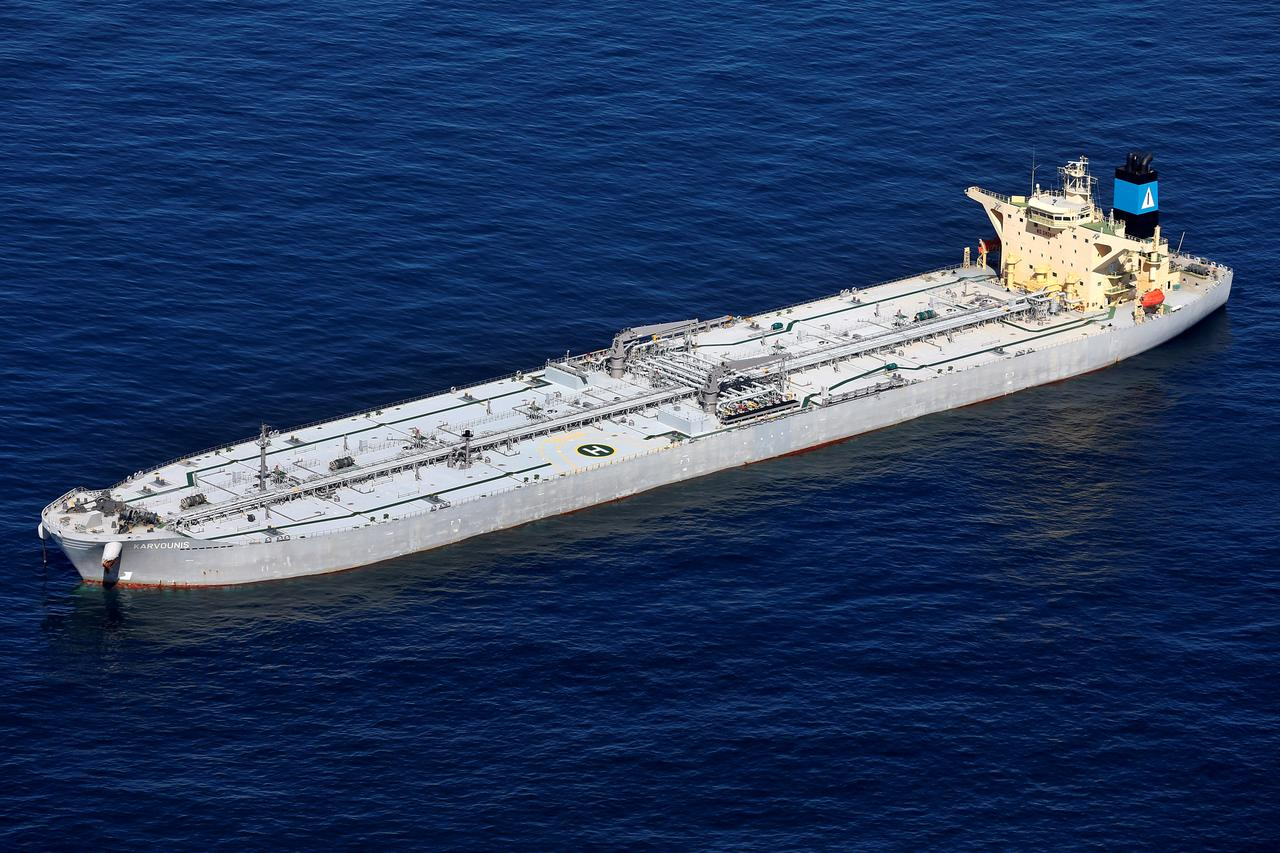 Armada of tankers with Venezuelan oil forms in U S  Gulf: sources