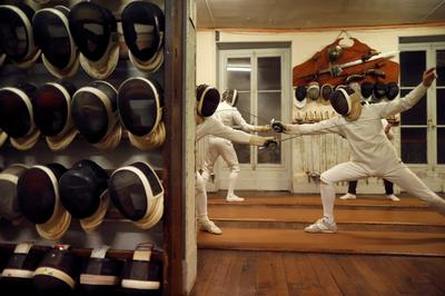 Oldest fencing club in Paris teaches the art of swordsmanship