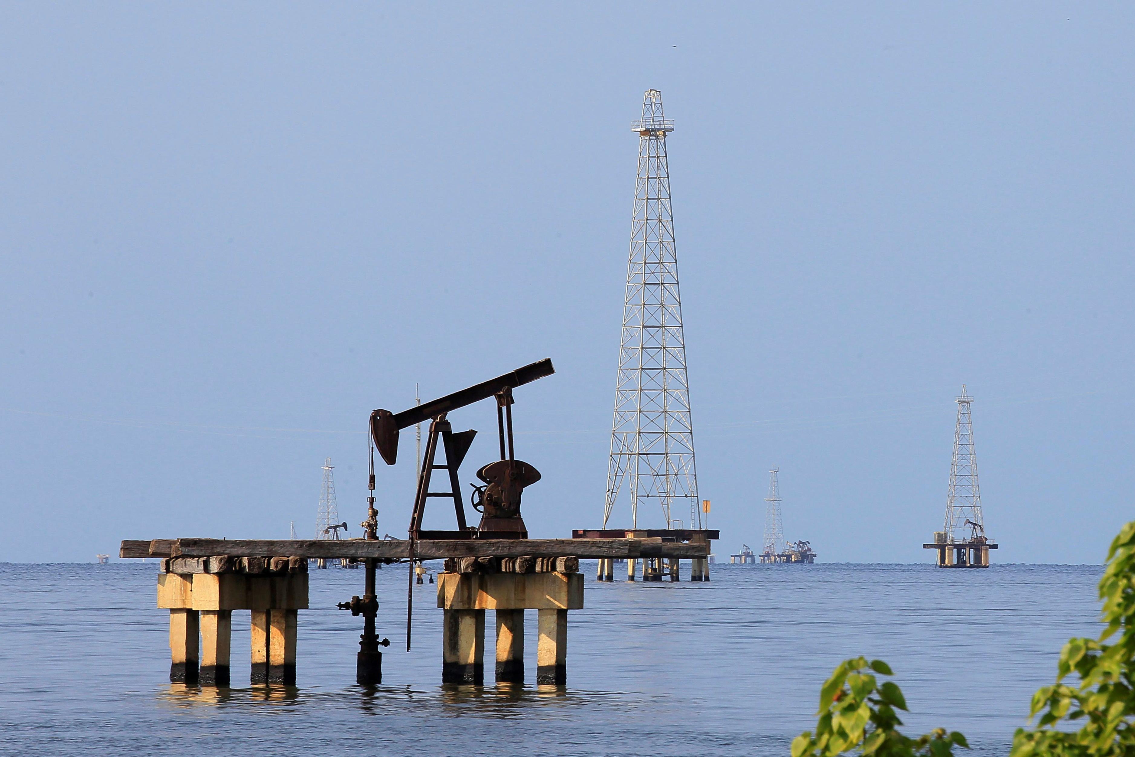 Venezuelan opposition readies U.S. fund to receive oil revenue