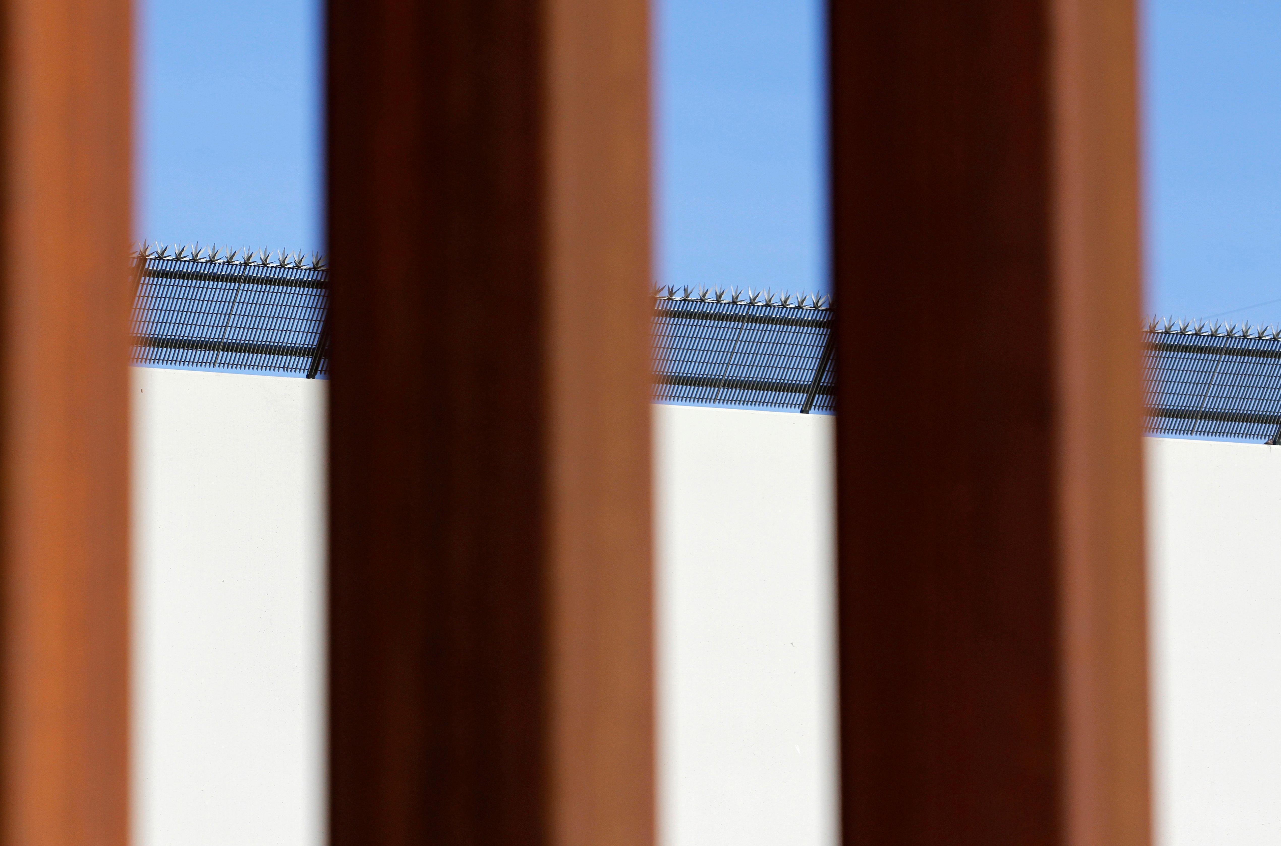 U.S. lawmakers to hold border security talks in bid to avert shutdown