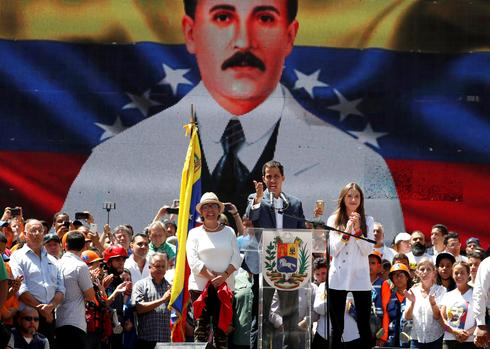 Maduro and Guaido hold competing rallies in Venezuela