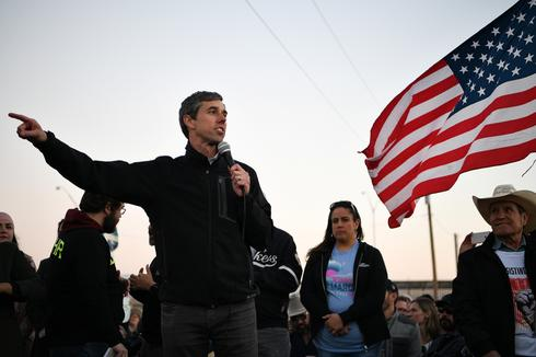 O'Rourke, Trump trade blows in rival border rallies
