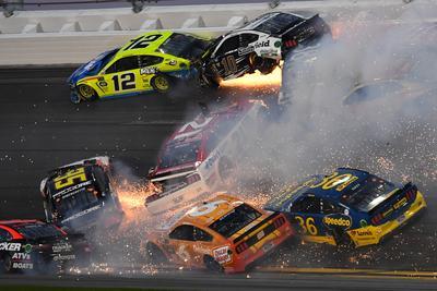 Massive pile-up at Daytona 500