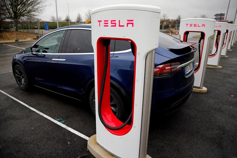 reuters.com - Reuters Editorial - Tesla's top lawyer leaves two months into the job