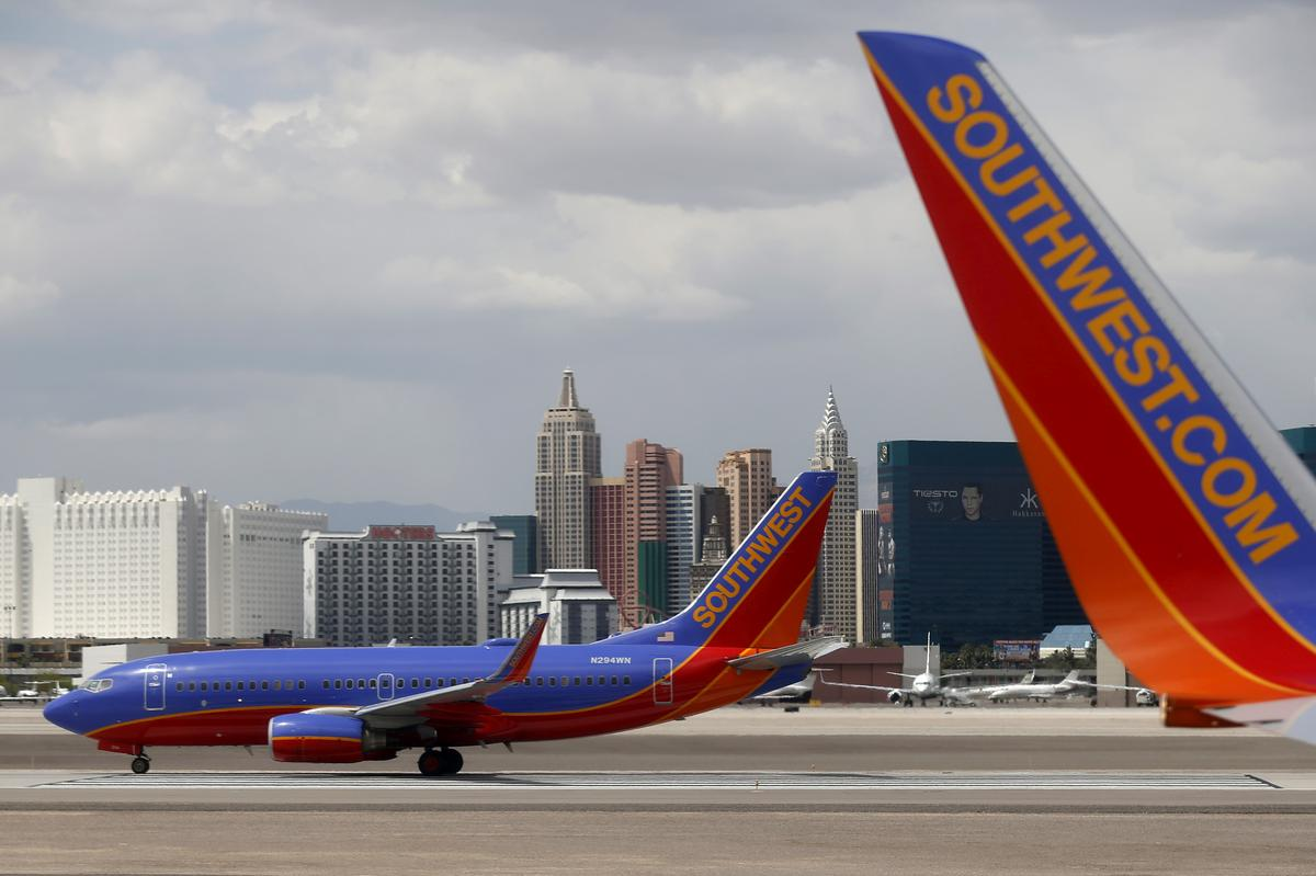 Southwest CEO says mechanics deserve new contract, but company wants 'flexibility'