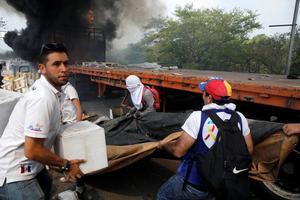 Venezuela aid met with teargas and gunfire on borders