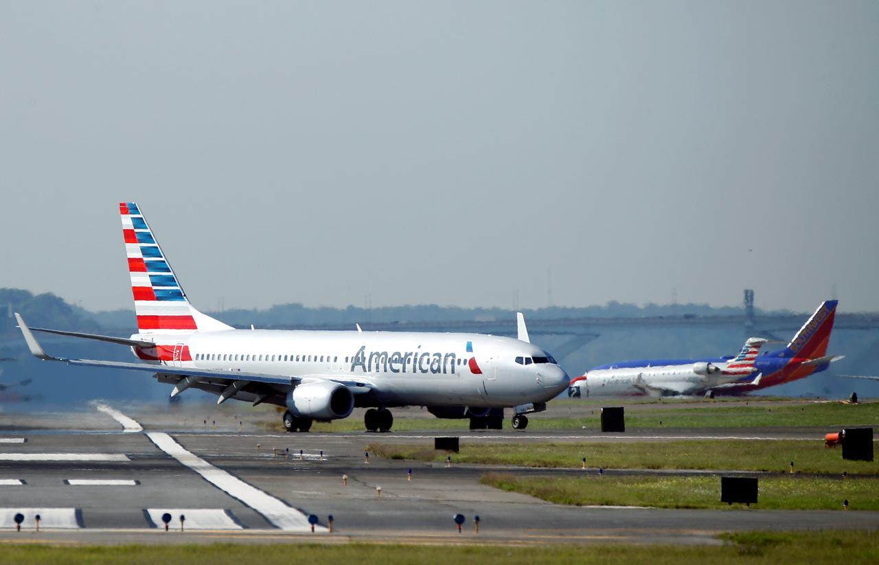 U S  fines American Airlines, Delta for long tarmac delays