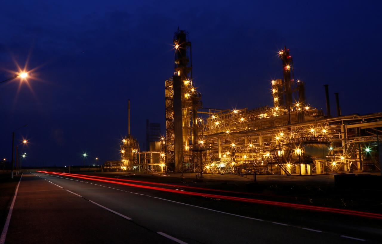 Exclusive: Rosneft postpones hydrocracking upgrade at five