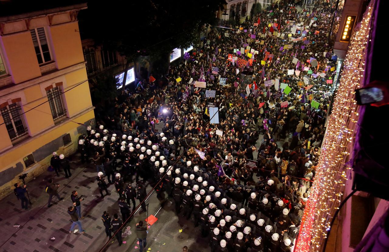 Erdogan accuses women's march of disrespecting Islam - Reuters