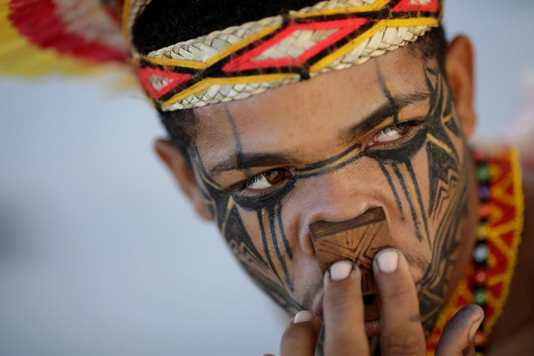 An indigenous man from the Pataxo tribe waits for a trial on the demarcation of indigenous lands, according to local media, in Brasilia, Brazil March 1, 2018. REUTERS/Ueslei Marcelino