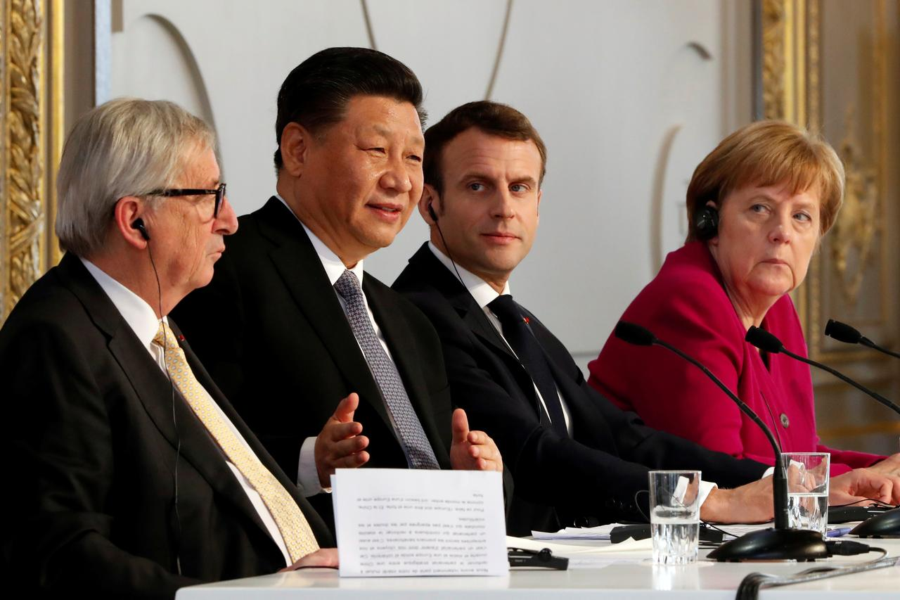 Merkel bei Xi am Katzentisch