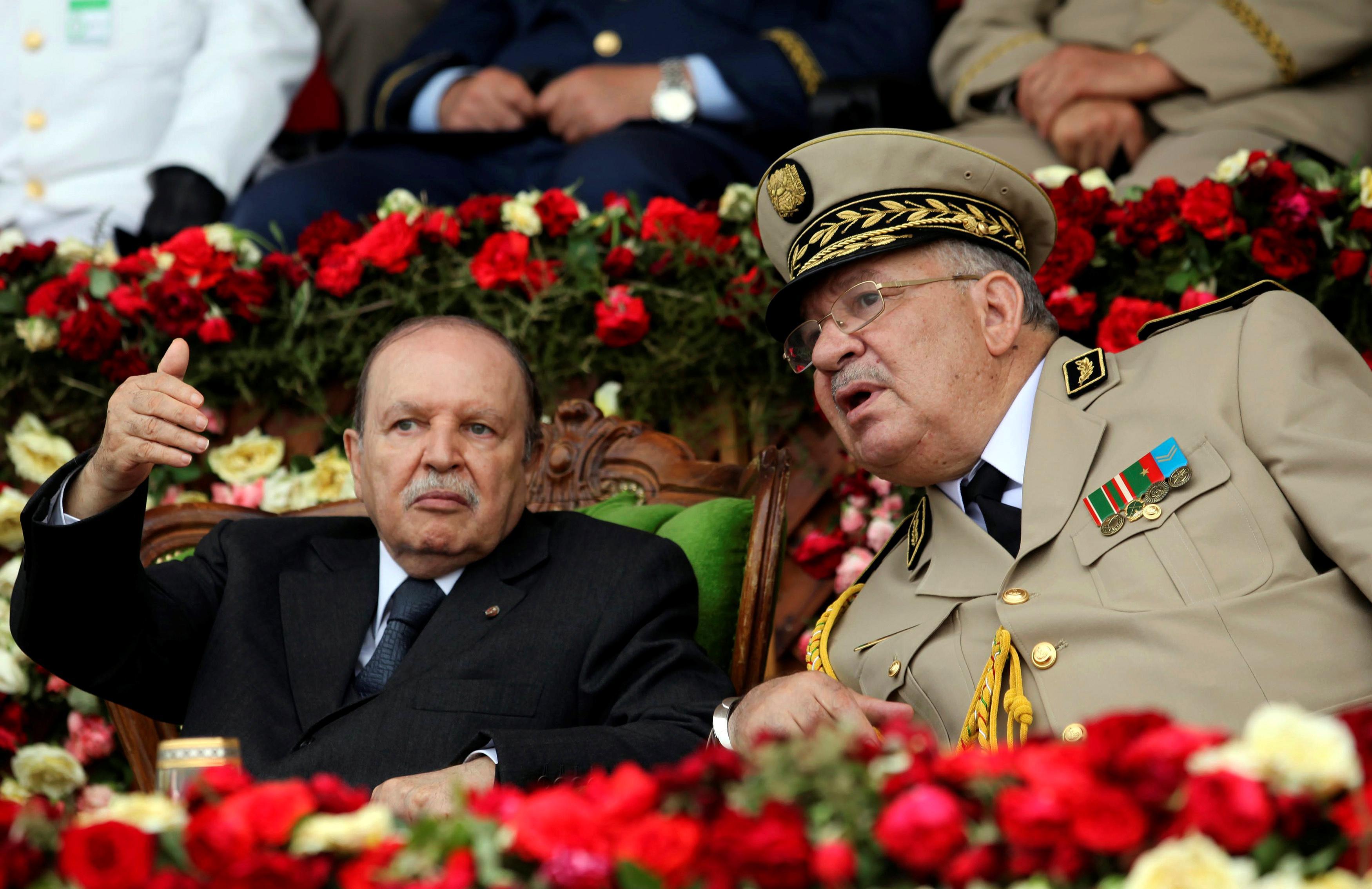 Algerian protesters keep up pressure on Bouteflika