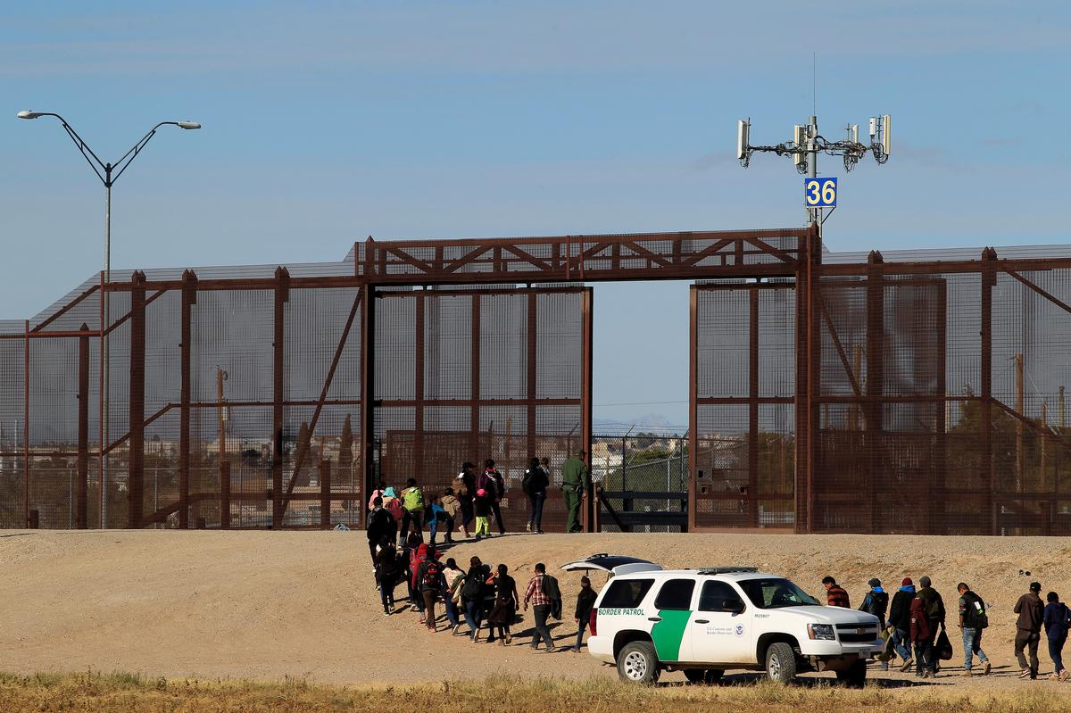 U.S. border agents redeployed to handle migrant humanitarian needs