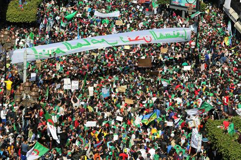 Massive protest march against Algeria's Bouteflika