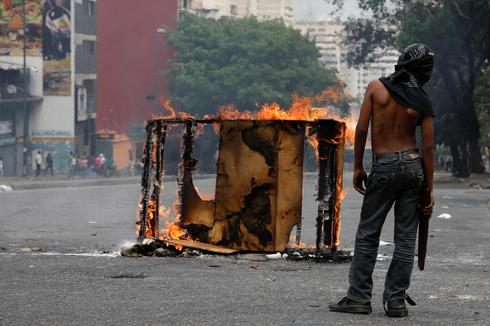Venezuelans protest over lack of power and water
