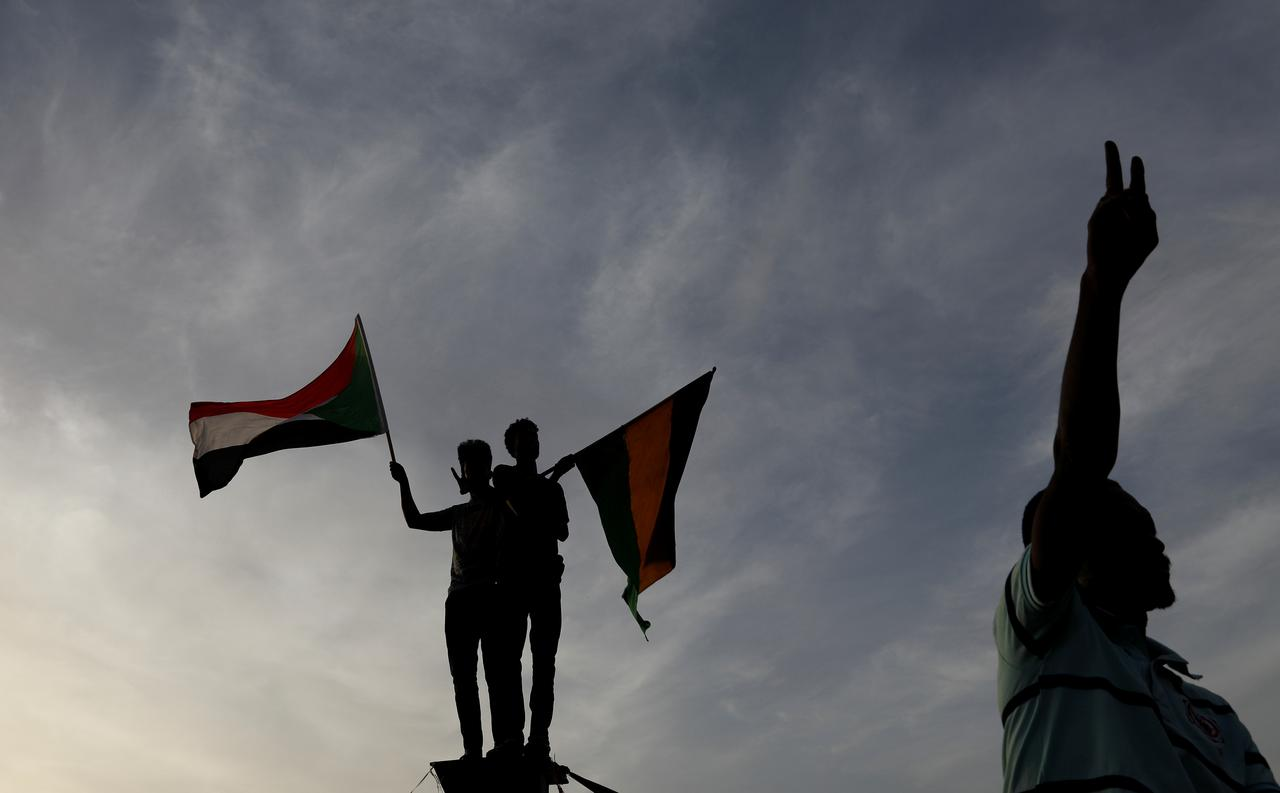 Explainer Whats Difference Between >> Explainer What Next For Sudan After Bashir S Fall Reuters