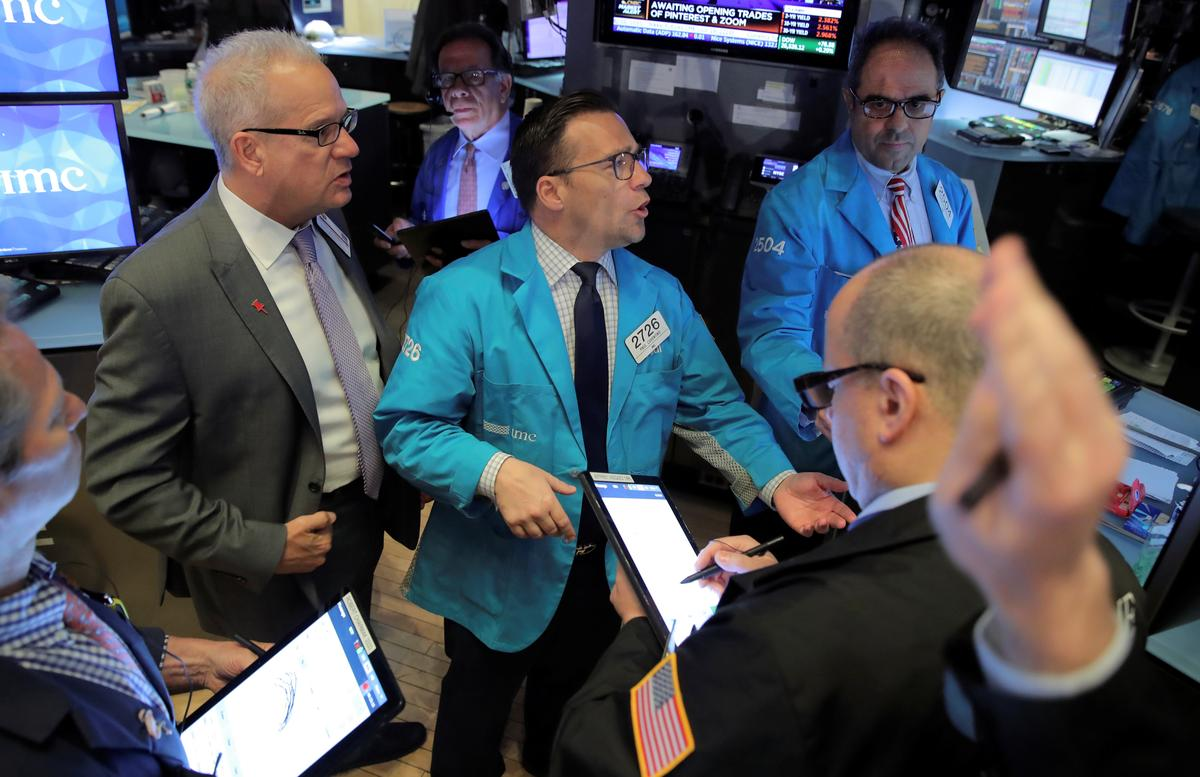 Strong stock and bond markets at odds over global growth - Reuters image