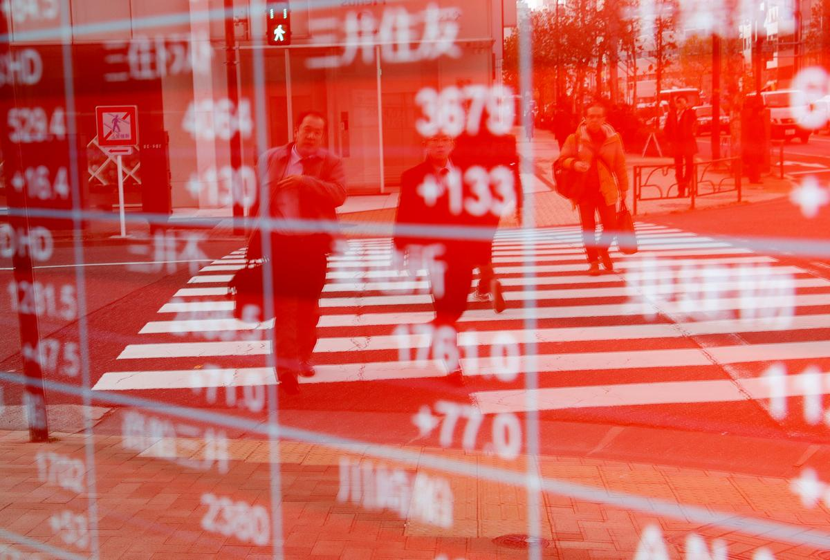 Asia stocks slip, oil near six-month peak as U.S. prepares to tighten Iran sanctions