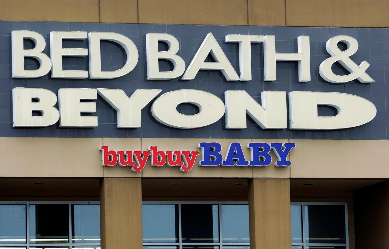 Картинки по запросу Bed Bath & Beyond long-time CEO steps down following investor pressure