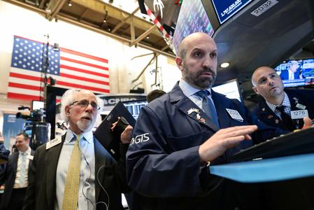 S&P 500 hovers below record highs on mixed earnings