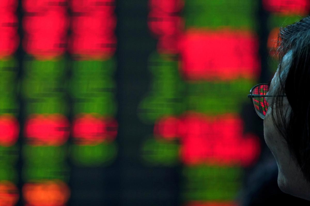 Asian shares fall as China manufacturing data disappoints
