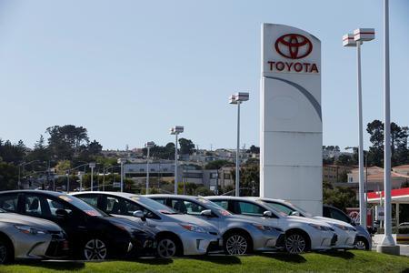 Toyota, Fiat Chrysler U.S. sales fall in April