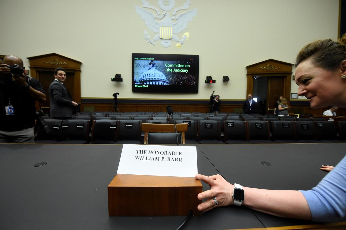 Congress displays political art of the empty chair after Barr no-show
